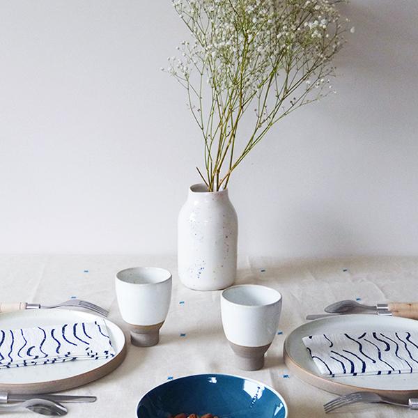 Nappe-en-lin-brode-main-etoiles-bleues-v4