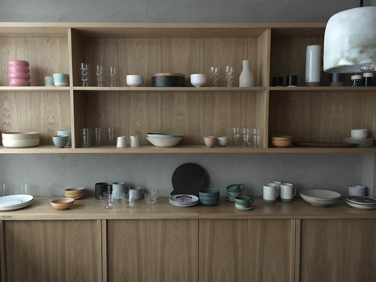 céramique contemporaine, nous paris, artisanat, vaisselle en grès, vaisselle en argile, 19 rue clauzel 75009 Paris, boutique galerie