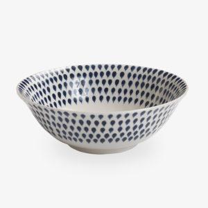 bol à céréales en céramique bleu blanc peinte à la main au Vietnam ; vaisselle indigo drop du collectif Nkuku