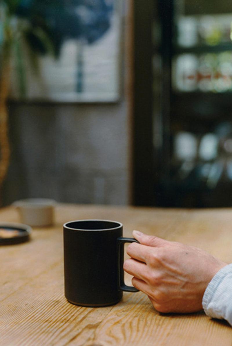 grand mug porcelaine japonaise noir - Hasami - wabi sabi japon