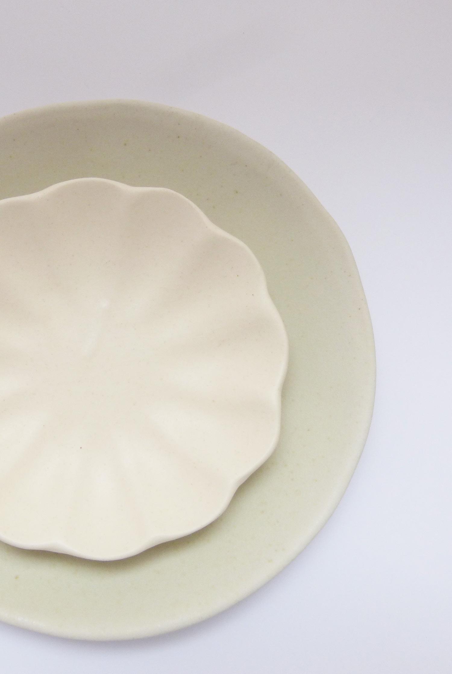 Grande assiette et Coupe Madeleine en grès mat crème - Marion Graux
