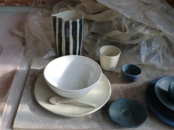 dans l'atelier de marion graux céramiste - tour et vase buren