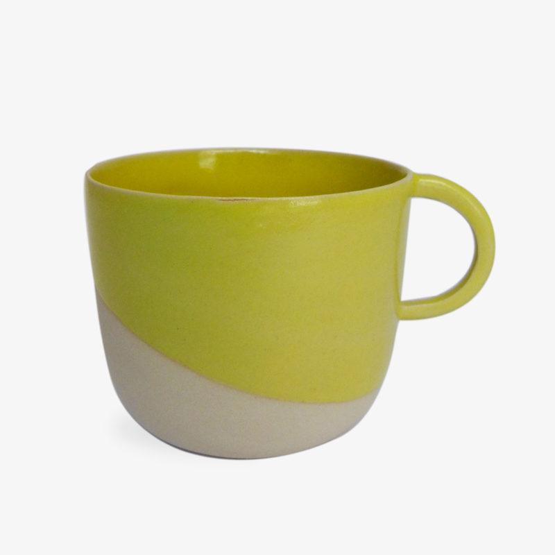 grande tasse anse ronde en gr s maill h 8cm jaune nous. Black Bedroom Furniture Sets. Home Design Ideas