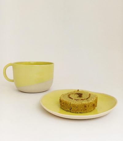 Petite tasse anse ronde en grès émaillé jaune et coupelle en grès émaillé jaune - Margot Lhomme