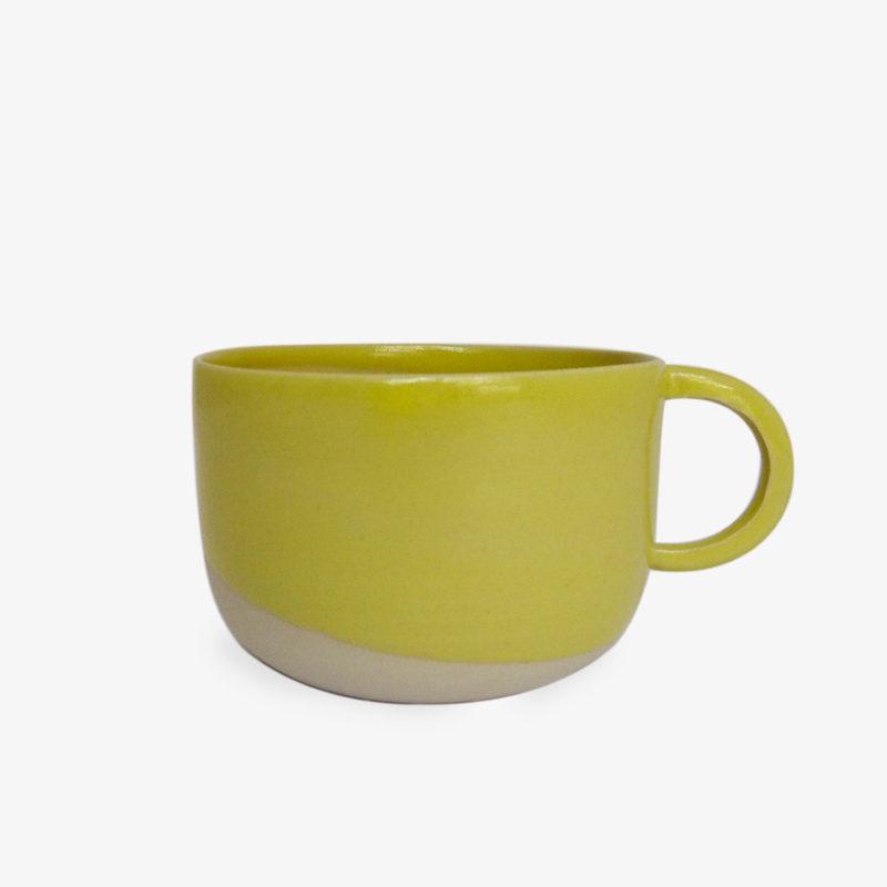 Petite-tasse-anse-ronde-gres-email-jaune-v1