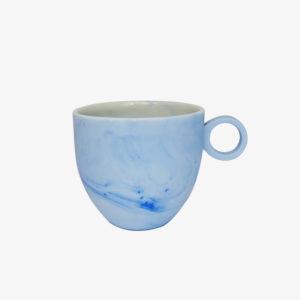 Petite tasse espresso marbrée en porcelaine émaillée bleu pâle - Anna Jones ceramics