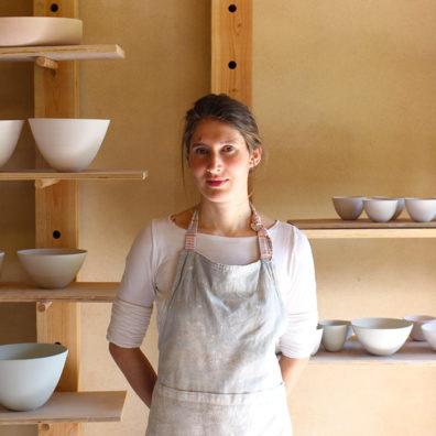 Portrait Cecile Preziosa dans son atelier céramiste