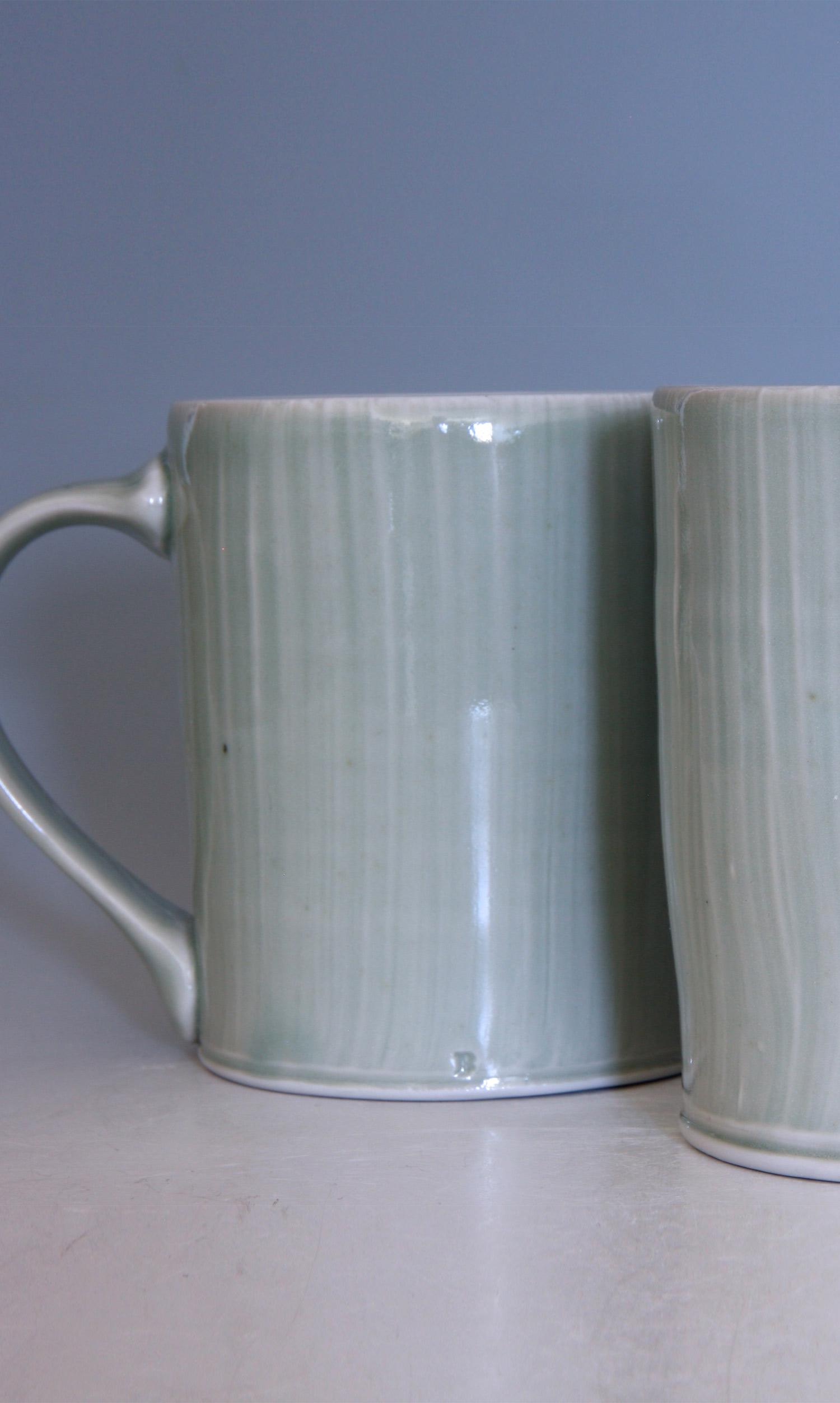 Tasse mug avec anse en porcelaine celadon Billy Allen