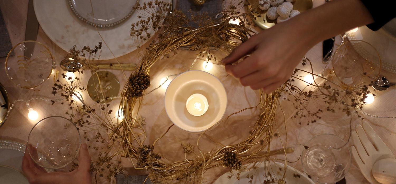 Du blanc, de l'or et des couronnes antiques