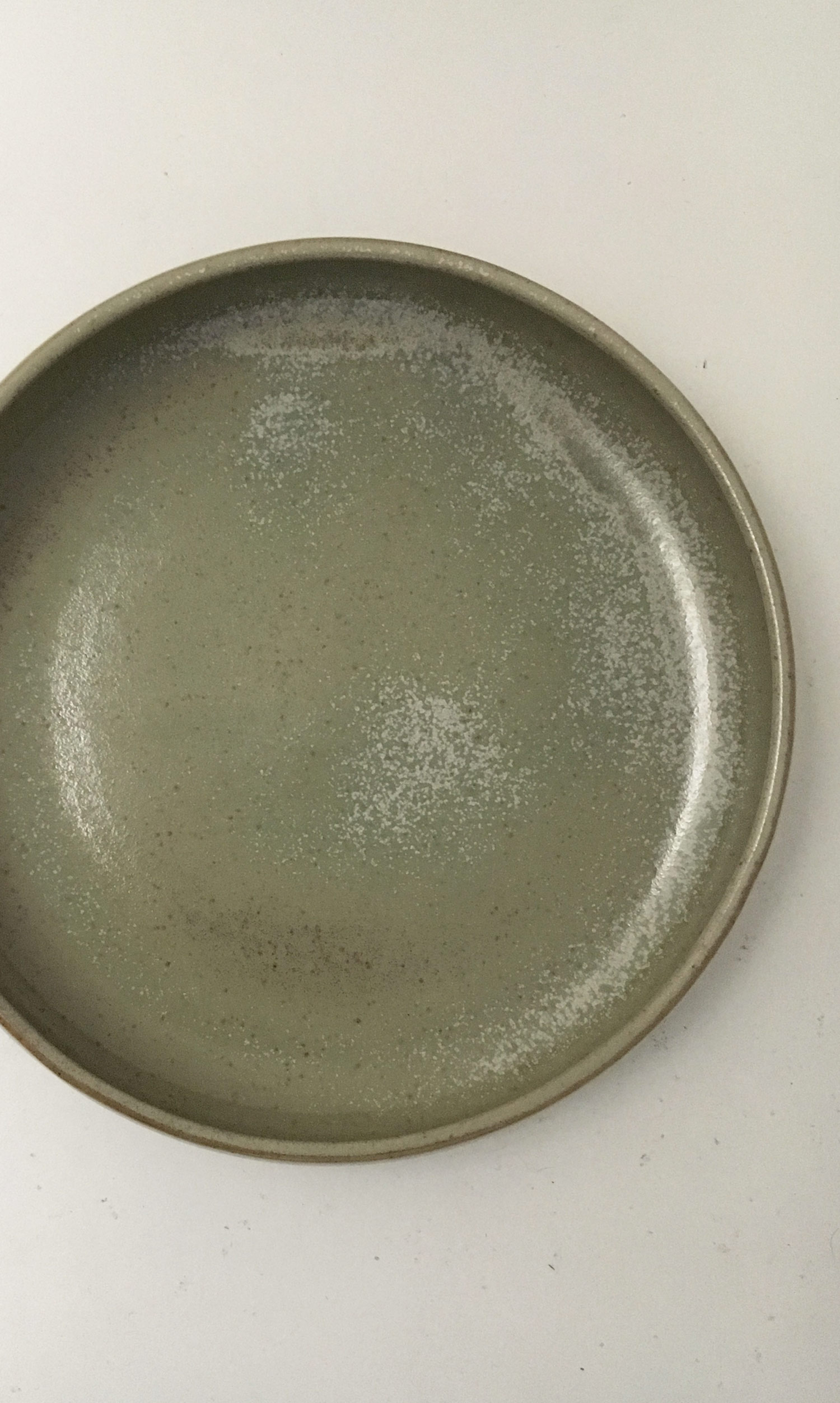 Grand plat creux en grès émaillé vert les guimards
