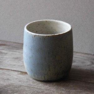 Mug sans anse ou pot en grès émaillé bleu pierre -Marta Dervin