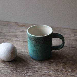Petite tasse en grès émaillé bleu turquoise -Marta Dervin