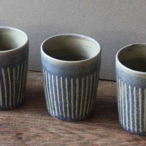 Tasse à rainures en grès émaillé bleu pierre - Marta Dervin