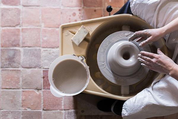 Emmanuelle Manche tour potier céramiste artisan