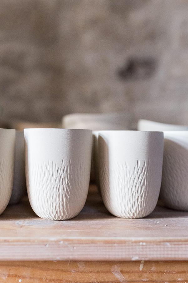 Verre tasse gobelet blanc céramique gravé Emmanuelle Manche