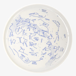 nous paris, plat à gâteau en porcelaine motifs constellations, siblings