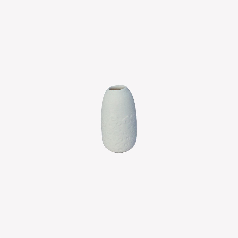 nous paris, petit vase soliflore en porcelaine arabesque blanc, Kaolin'e