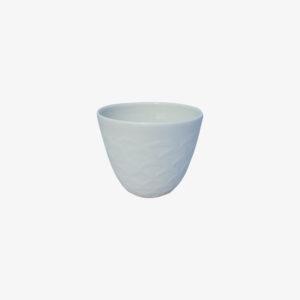 nous paris, tasse à thé en porcelaine motifs écailles blanc, Kaolin'e