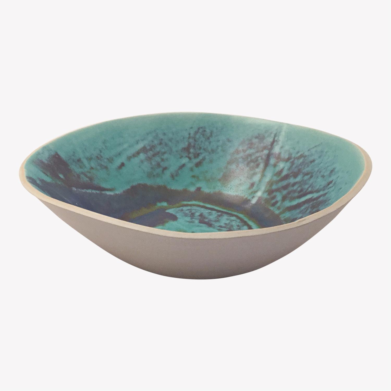 Laurette Broll, grand plat estampé grès émaillé, bleu smaragdin, nous Paris