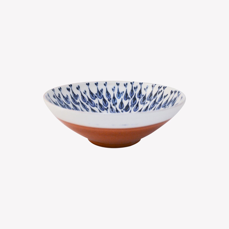 Lembesis, petit bol grec en faïence rouge émaillée, bleu et blanc, nous Paris