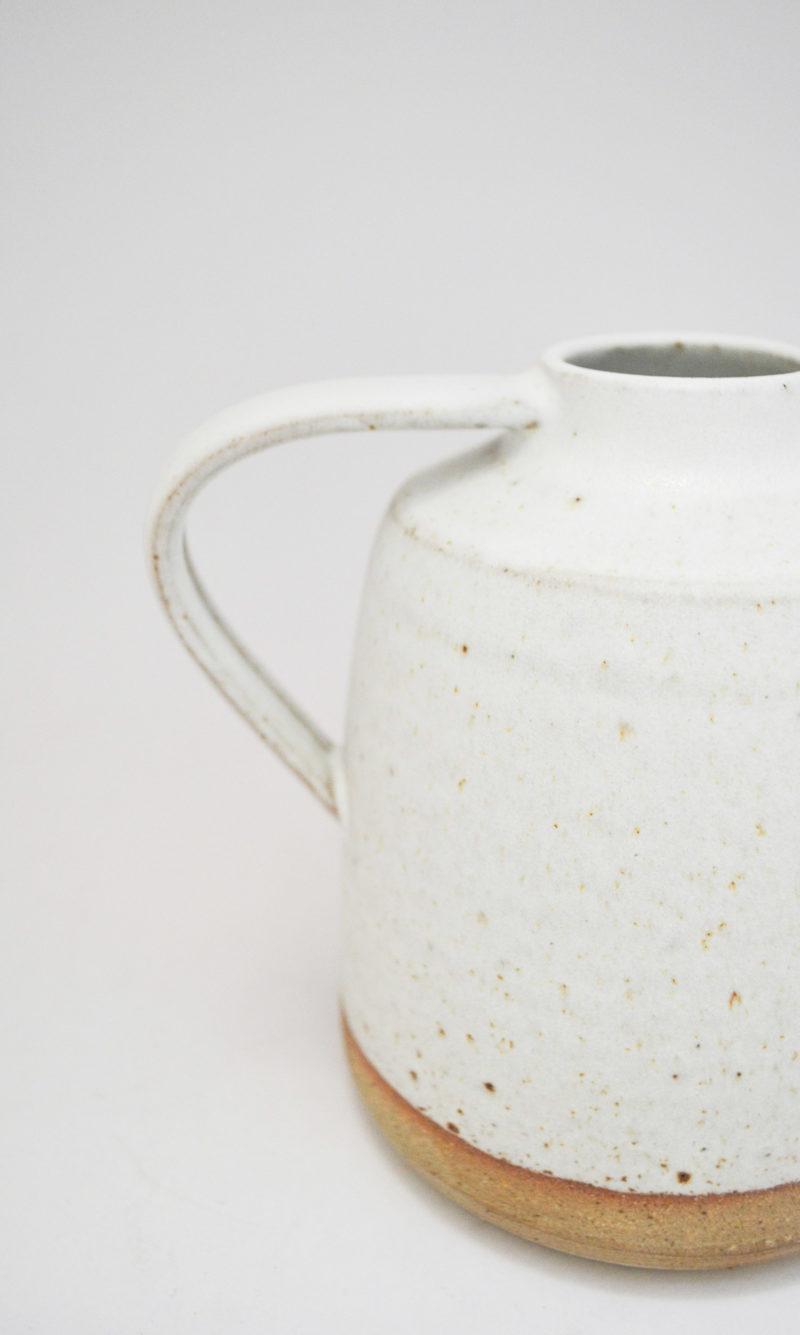 nous paris, vase avec anse en grès émaillé blanc, jim green