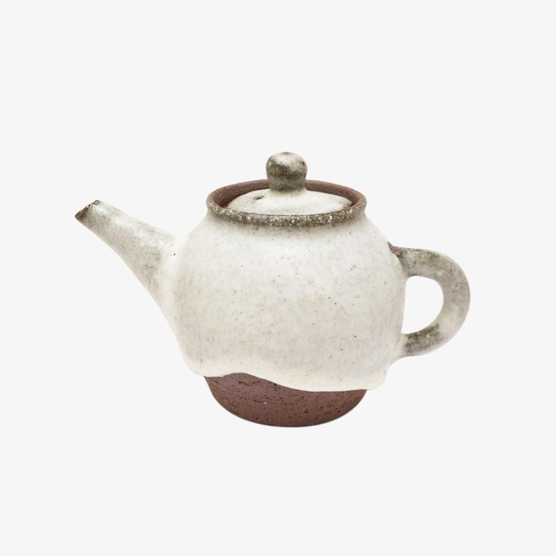 Petite-theiere-blanche-en-terre-du-fuilet-v1