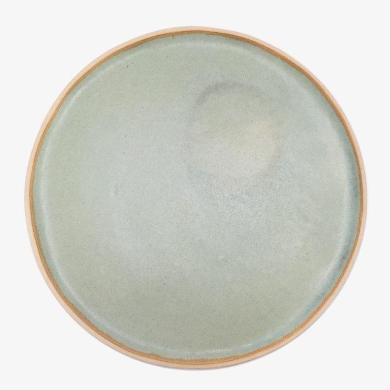 Laurette-Broll-grande-assiette-en-gres-vert-lichen-v1