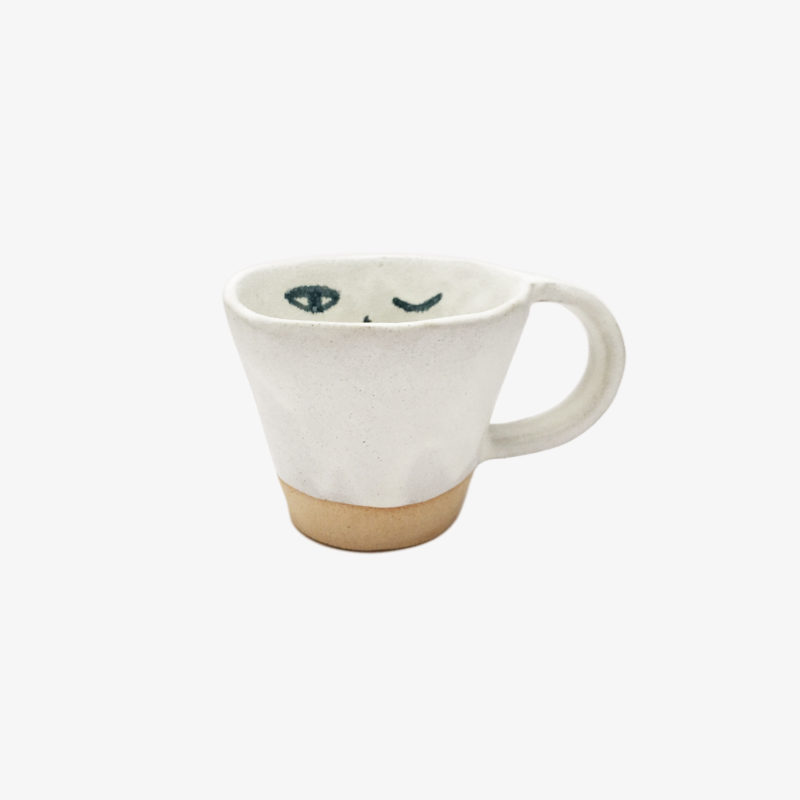 Madoka-Rindal-Mug-visage-en-gres-roux-email-blanc-v1