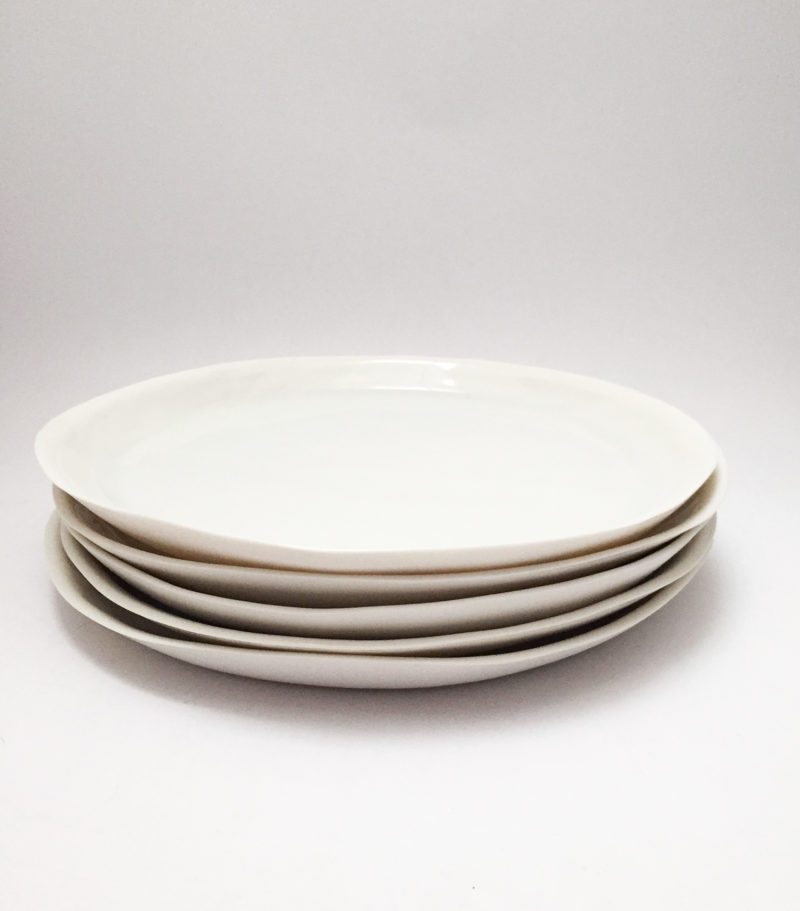 nous paris, grande assiette plate en porcelaine blanc brillant fait main marie laurent