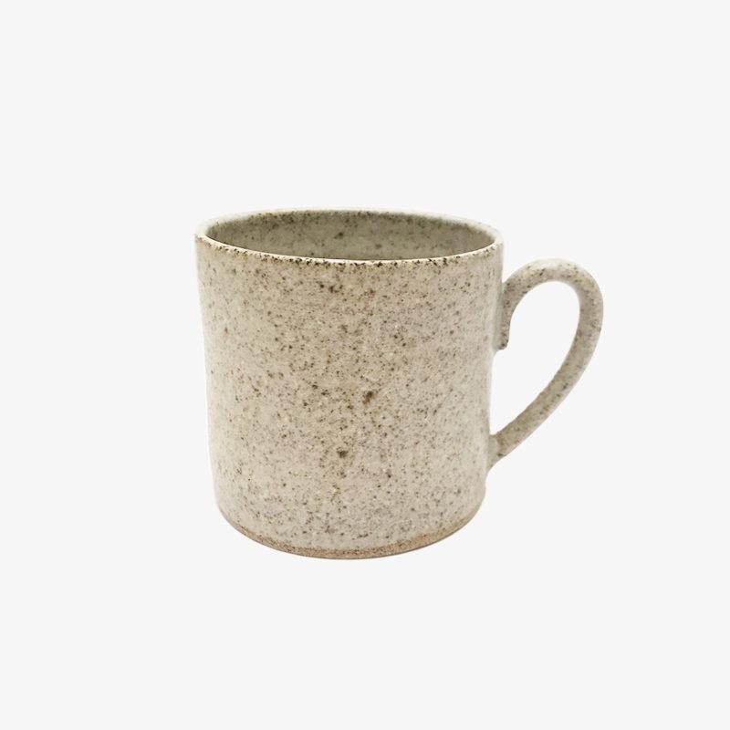 Hannah-Blacksmith-mug-en-gres-gris-beige-v1