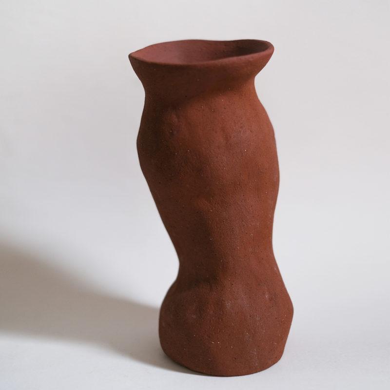 Lucile-Boudier-vase-en-gres-rouge-brut-v1