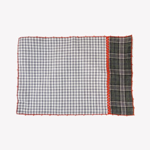 nous Paris Léo Atlante set de table tartan gris broderie rouge