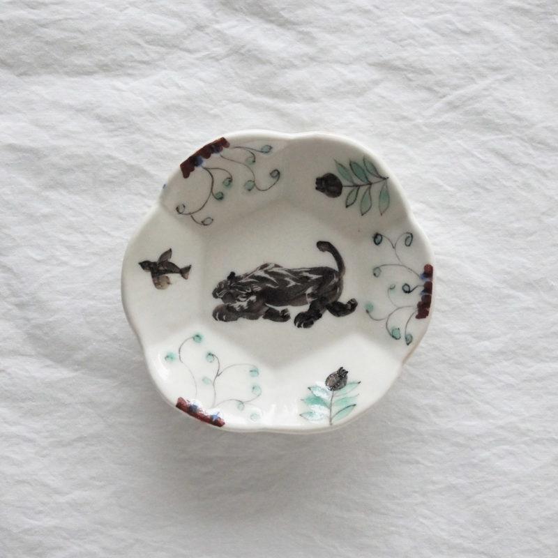 Akiko-Tanino-assiette-porcelaine-peinte-a-la-main-D-12cm-AT003-v1