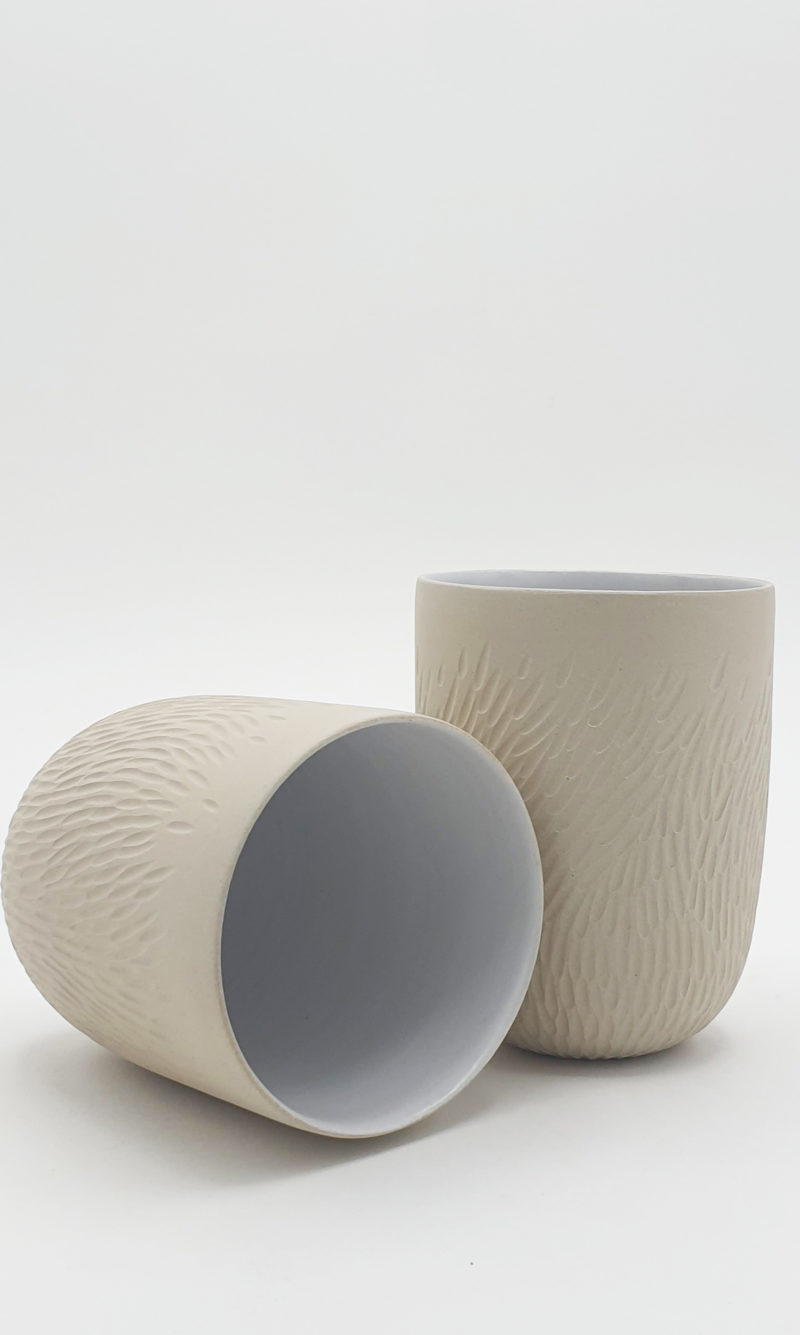 Tasse à café en grès gravé Emmanuelle Manche
