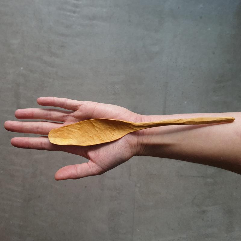 Flore-Layole-cuillere-en-bois-sculpte-main-petites-feuilles-v1